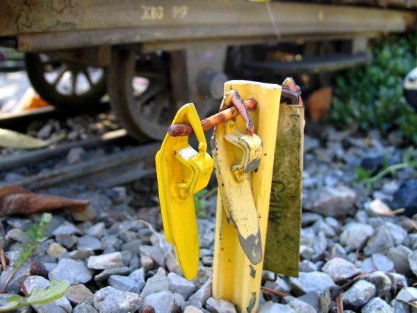 Knupfer-Modeleisenbahn-Hemmschuh